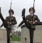 Есть такая работа – нести почетную караульную службу на главной высоте России
