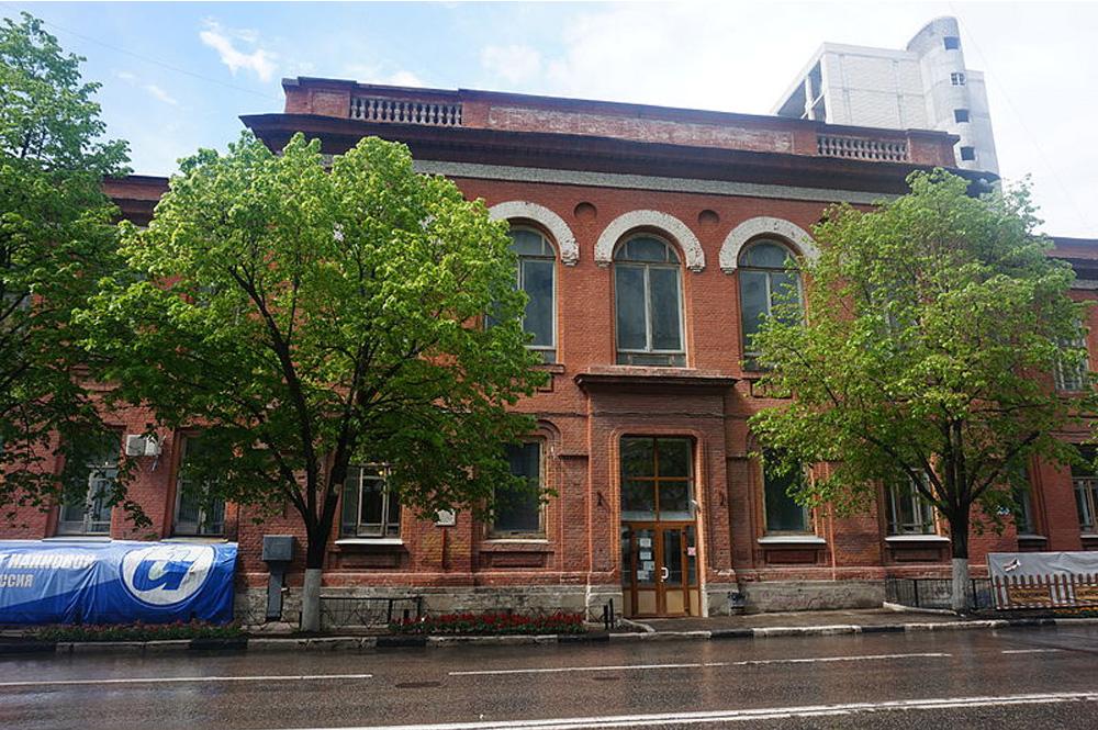 Академия Наяновой, бывший эвакогоспиталь.