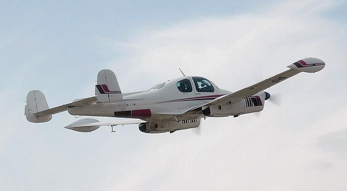 Легкий двухмоторный самолет  Л-200 (производство Чехословакия)